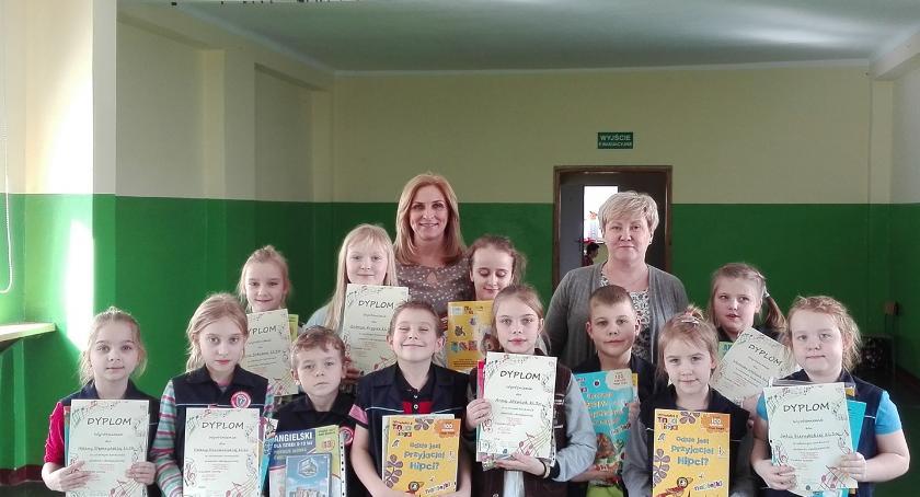 Szkoły podstawowe, Konkurs piosenki anglojęzycznej klasach Brześciu Kujawskim - zdjęcie, fotografia