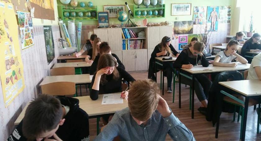 Szkoły podstawowe, Uczniowie Brześciu Kujawskim wzięli udział EKOTEST - zdjęcie, fotografia