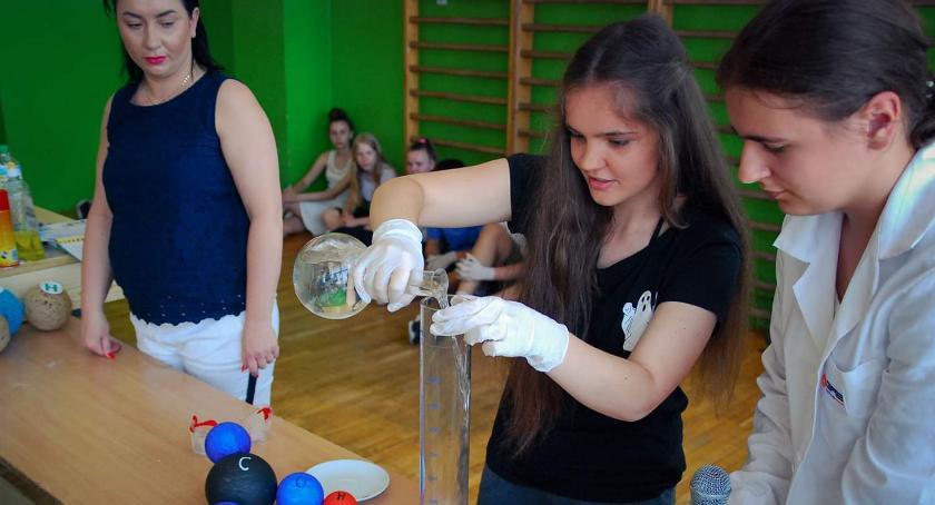 Szkoły podstawowe, Dzień Chemii Brzeskiej Jedynce - zdjęcie, fotografia