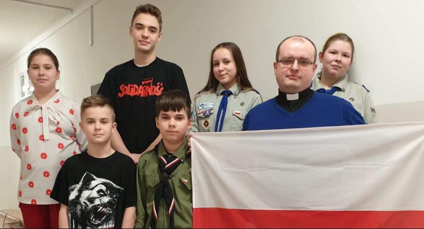Szkoły podstawowe, Narodowy Dzień Pamięci Żołnierzy Wyklętych Kruszynie [FOTO] - zdjęcie, fotografia