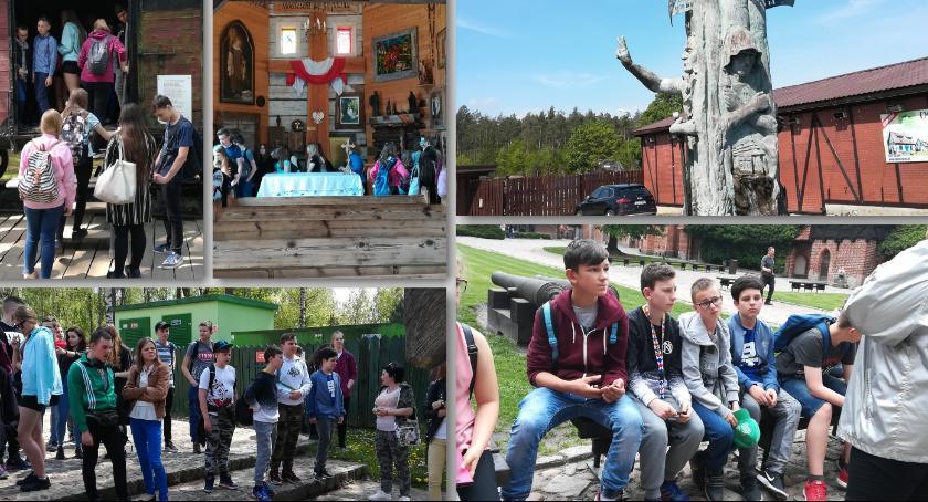 Szkoły podstawowe, lasach kaszubskich dalej Malborka - zdjęcie, fotografia
