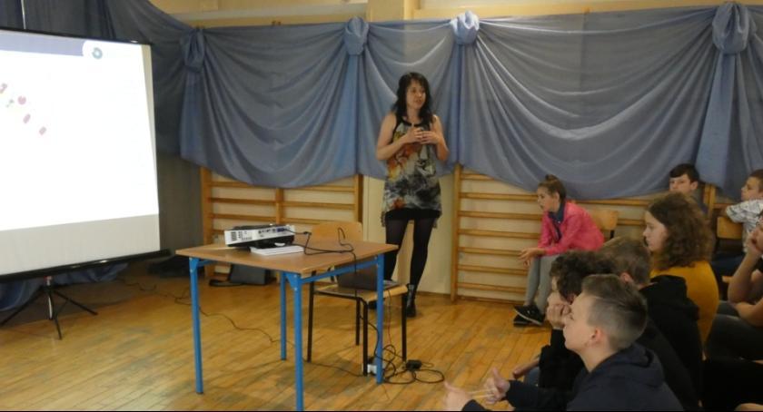 Szkoły podstawowe, Spotkanie archeologiem - zdjęcie, fotografia