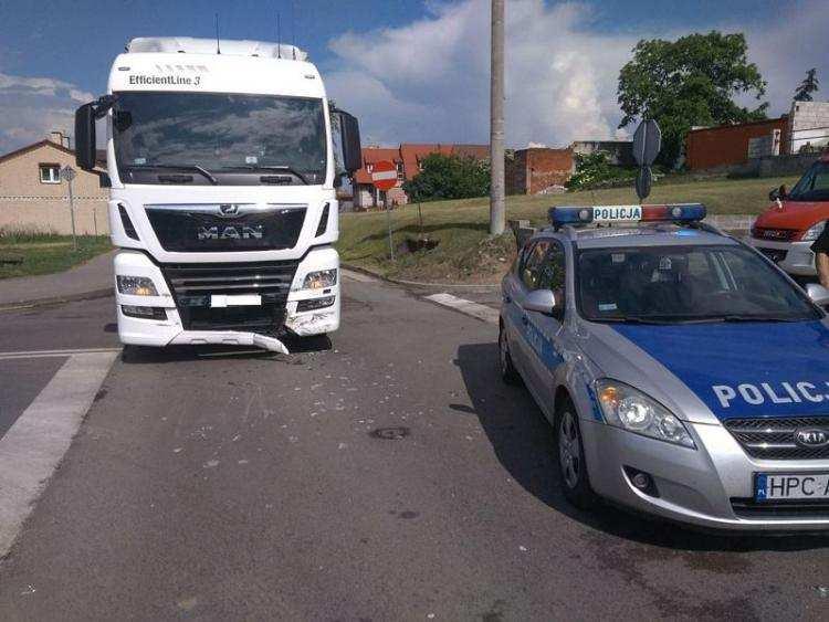 Region_, Zderzenie osobówki ciężarówką wymusił pierwszeństwo [FOTO] - zdjęcie, fotografia