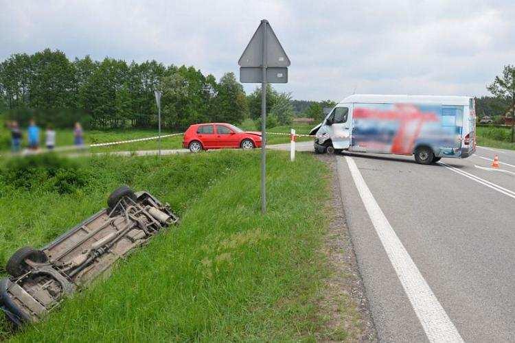 Region_, Zderzenie dwóch samochodów Jeden wpadł dachował [ZDJĘCIA] - zdjęcie, fotografia
