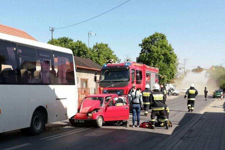 Region_, zderzył autobusem przewożącym dzieci [ZDJĘCIA] - zdjęcie, fotografia