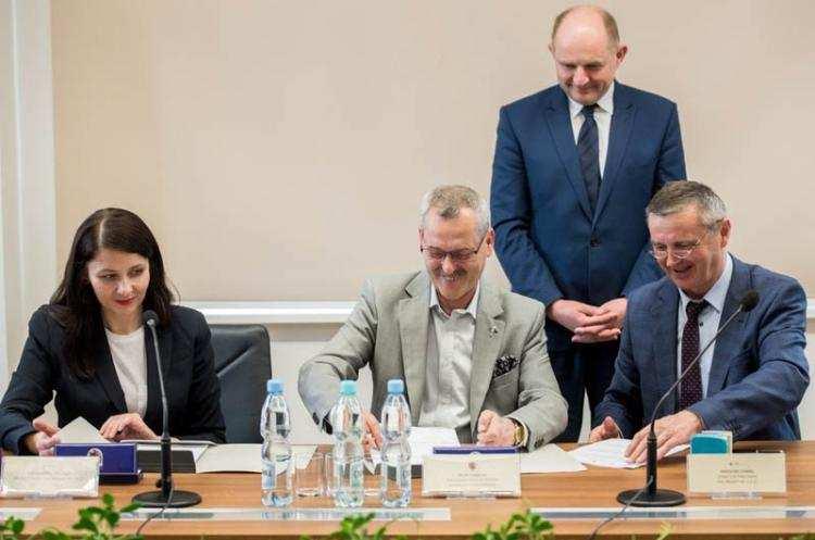 Ludzie_, Szpital Włocławku zmienia miliony - zdjęcie, fotografia