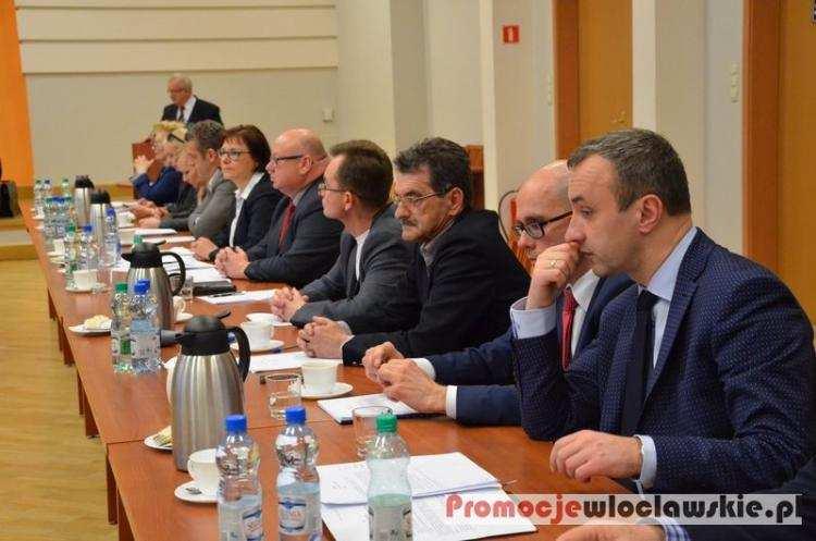 Biznes i polityka, Rozpętała burza włocławskiej polityce Sesje Miasta nawet tygodniu - zdjęcie, fotografia