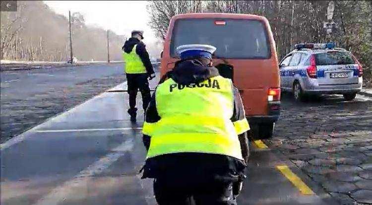 Informacje lokalne, Akcja policji drogach Włocławku Sprawdzają - zdjęcie, fotografia