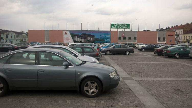 Ludzie_, Zmiana organizacji ruchu wyłączony parking Zielonym Rynku - zdjęcie, fotografia