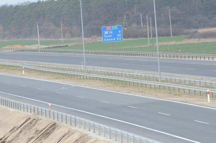 Społeczeństwo, Wypadek Włocławkiem Samochód osobowy uderzył bariery energochłonne - zdjęcie, fotografia