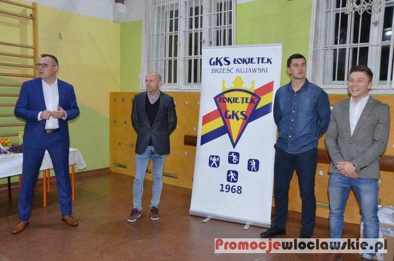 Piłka nożna, Świąteczne spotkanie Klubu Sportowego Łokietek Brześć Kujawski - zdjęcie, fotografia