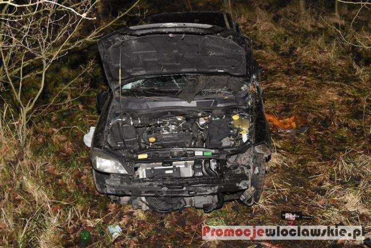 Społeczeństwo, Wypadek Gminie Włocławek Wielokrotnie dachował uderzył drzewo [ZDJĘCIA] - zdjęcie, fotografia