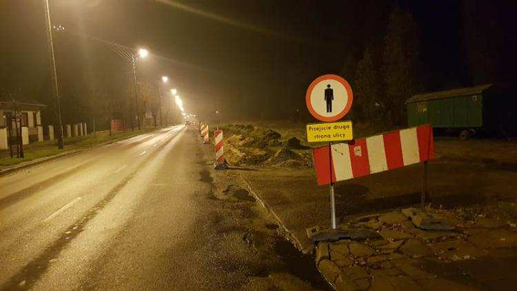Ludzie_, Czasowa organizacja ruchu Płockiej Rozpoczęto budowę ścieżki rowerowej [VIDEO] - zdjęcie, fotografia