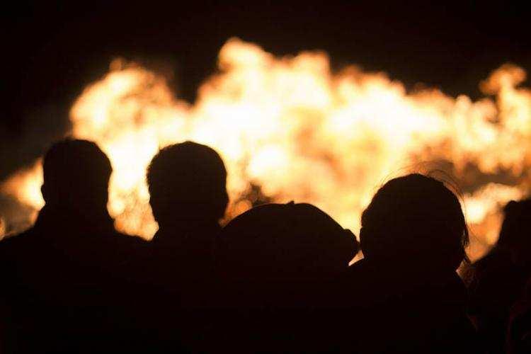 Społeczeństwo, Wielki pożar kilkuset słomy regionie Niesamowite podpalaczami - zdjęcie, fotografia