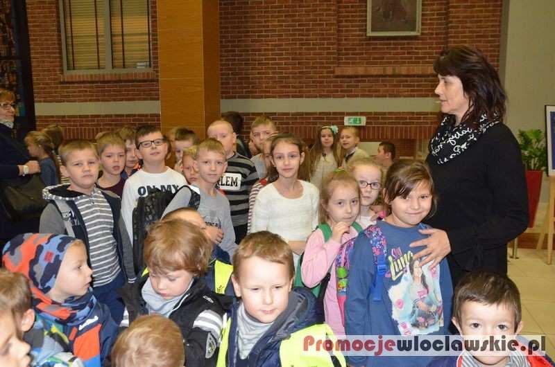 Fotoreportaże_, Uczniowie Smólniku spektaklu Browarze - zdjęcie, fotografia
