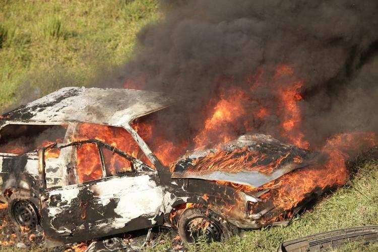 Ludzie_, Tragiczna śmierć płonącym aucie regionie - zdjęcie, fotografia