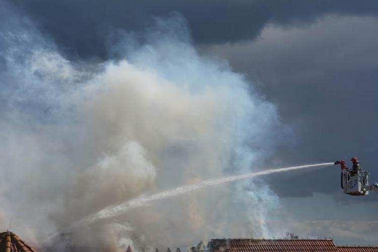 Społeczeństwo, Pożar jednorodzinnego Nowym Witoszynie Ponad godzinna akcja strażaków - zdjęcie, fotografia
