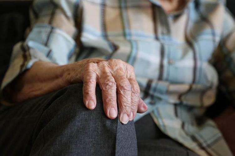 Polityka, przechodzi emeryturę obniżonym wieku emerytalnym składają wnioski - zdjęcie, fotografia