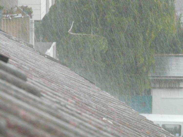 Ludzie_, OSTRZEŻENIE POGODOWE Intensywne deszcze silny wiatr - zdjęcie, fotografia