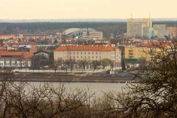 Szkoły podstawowe, lecie Włocławku Szkoła ogłosiła konkurs pokoleń uczniów absolwentów - zdjęcie, fotografia