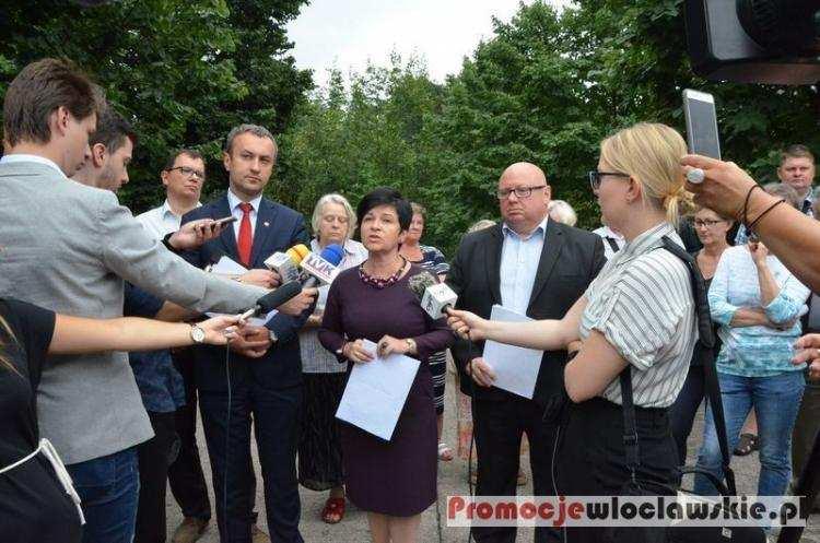 Polityka, Mieszkańcy Krzywych Błot Włocławku chcą drogi Zobacz zdjęcia protestu - zdjęcie, fotografia