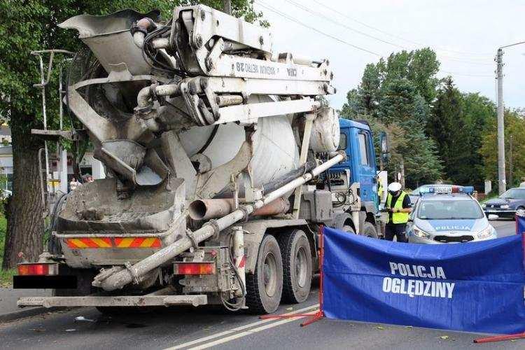 Region_, Wjechała rowerem wprost ciężarówkę przewożącą beton Zmarła miejscu [FOTO] - zdjęcie, fotografia
