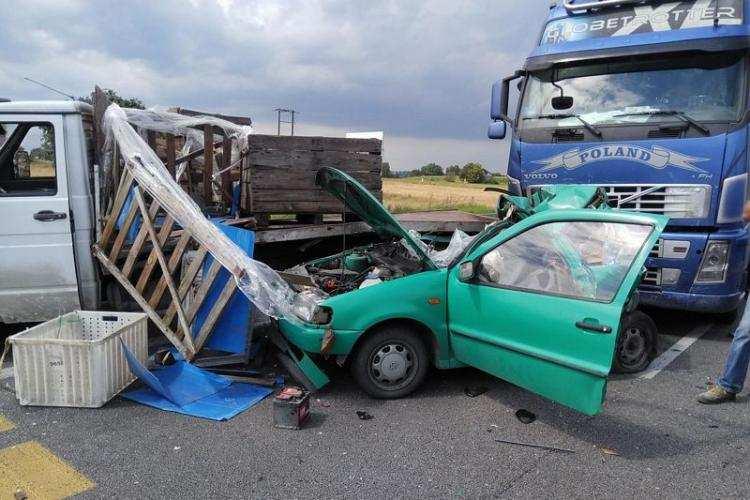 Region_, Ciężarowe Volvo uderzyło osobówkę Kierująca Volkswagenem trafiła szpitala [FOTO] - zdjęcie, fotografia