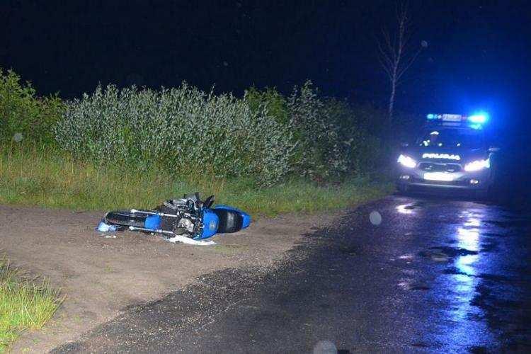 Informacje z regionu, Motocyklista uderzył przejeżdżający ciągnik latek obrażeniami trafił szpitala [FOTO] - zdjęcie, fotografia
