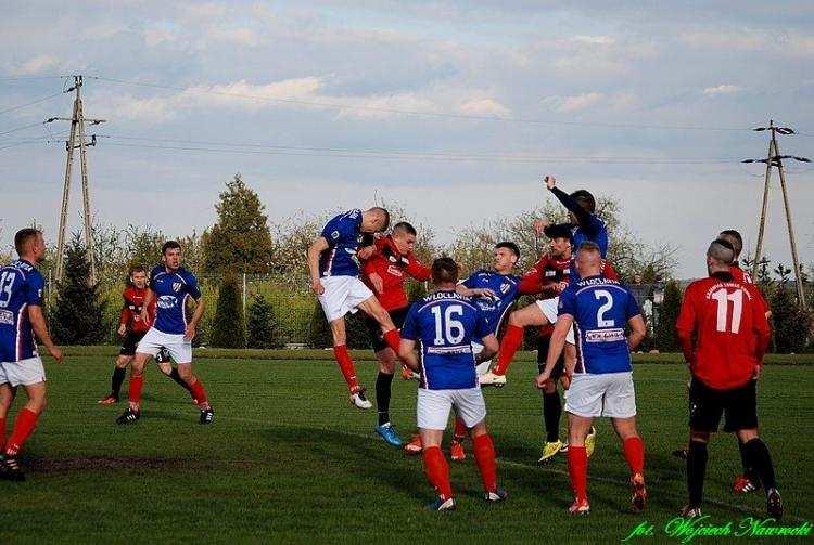 Piłka nożna, Kujawiak Kowal Włocłavia Włocławek derbach regionu Kowalu padł remis [ZDJĘCIA] - zdjęcie, fotografia