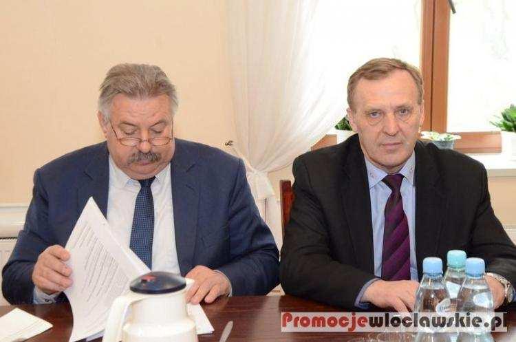 Biznes i polityka, Burzliwa sesja nadzwyczajna Baruchowie Żądają spotkania marszałkiem - zdjęcie, fotografia
