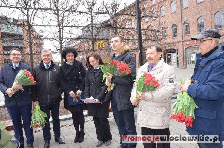 Polityka, Manifestowali obronie kobiet Włocławku - zdjęcie, fotografia