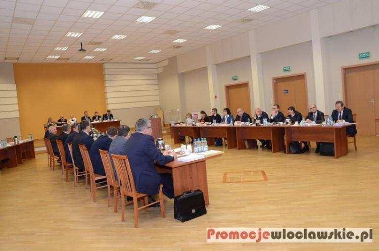 Polityka, podwyżkami wodę ścieki Włocławku zagłosowali radni - zdjęcie, fotografia