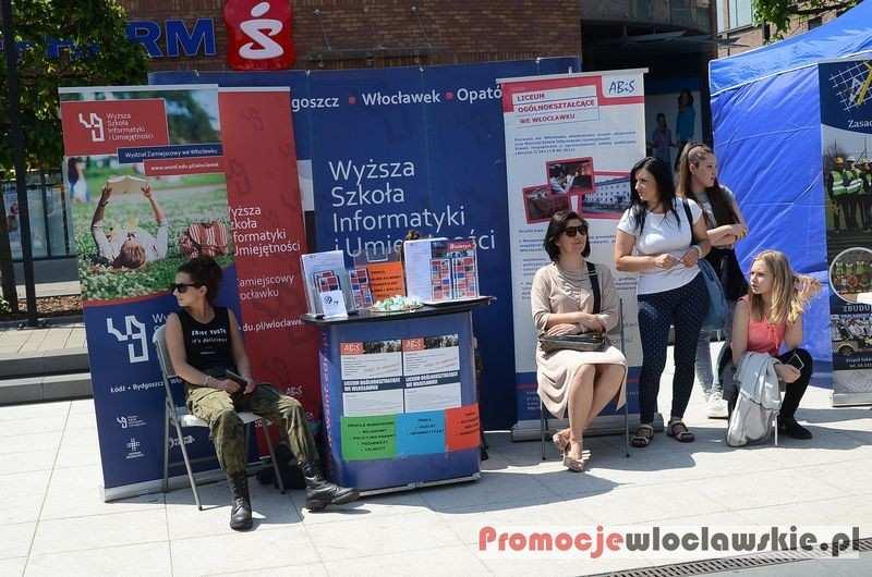 Wydarzenia_, Targi Szkół przed Wzorcownią Włocławku - zdjęcie, fotografia