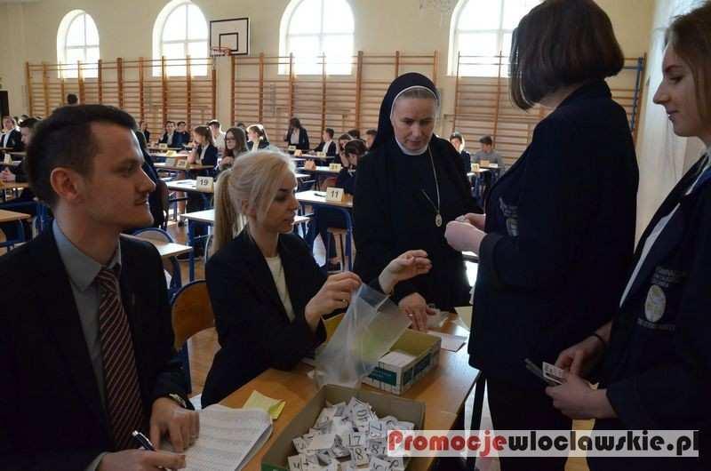 Szkoły średnie, Egzamin gimnazjalny Zespole Szkół Katolickich Długosza Włocławku - zdjęcie, fotografia
