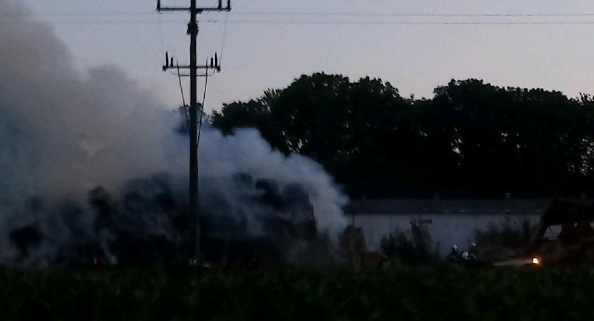Ludzie_, Pożar słomy Chodeczku zastępów straży pożarnej akcji - zdjęcie, fotografia