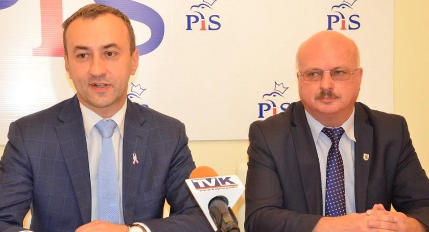 Polityka, Powtórzą konkursy dyrektorów włocławskich placówek oświatowych - zdjęcie, fotografia