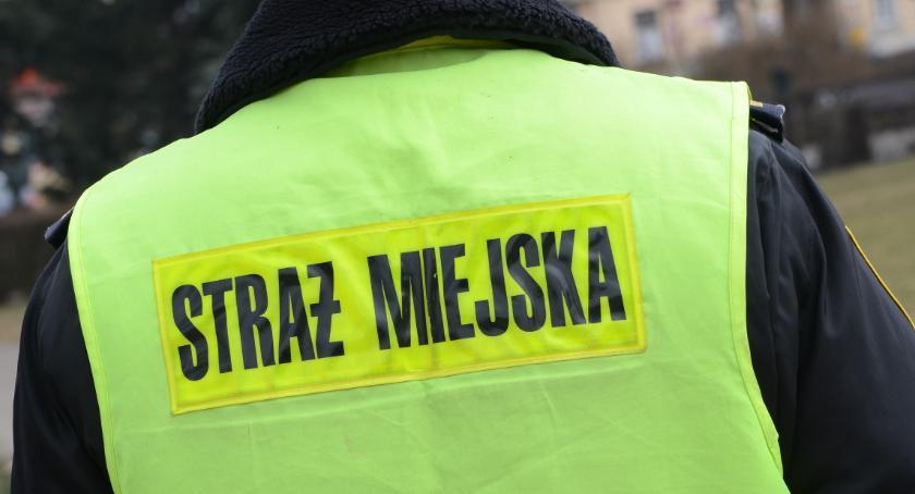 Straż Miejska, letnia włocławianka opluła groziła Strażnikom Miejskim - zdjęcie, fotografia