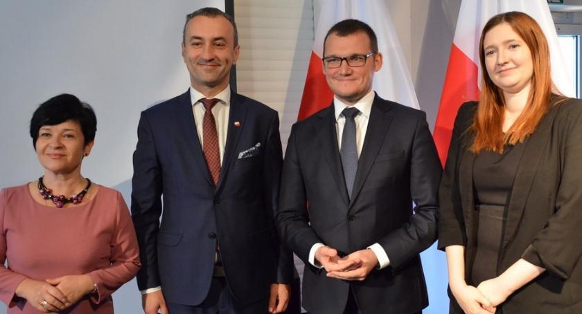 Polityka, Wiceminister spraw wewnętrznych administracji Włocławku Powstanie szkoła policyjna - zdjęcie, fotografia