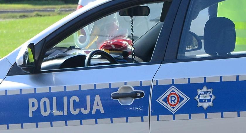 Wypadki drogowe, uderzył autobus przewożący dzieci Włocławkiem - zdjęcie, fotografia