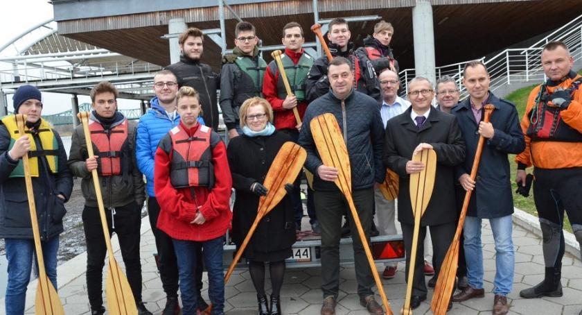 """Pływanie, Młodzież """"Elektryka"""" zwodowała łodzie Wiśle Włocławku - zdjęcie, fotografia"""