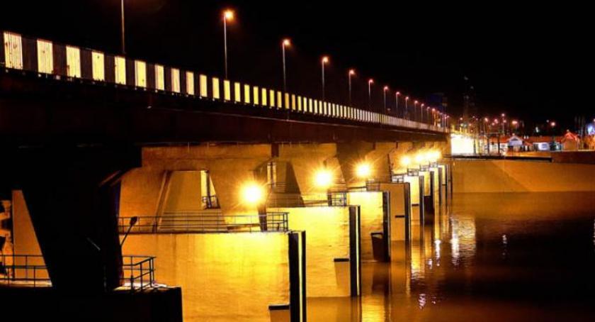 Polecamy, Kolejne wstrzymanie przepływu włocławskiej tamie znów pojawią martwe - zdjęcie, fotografia