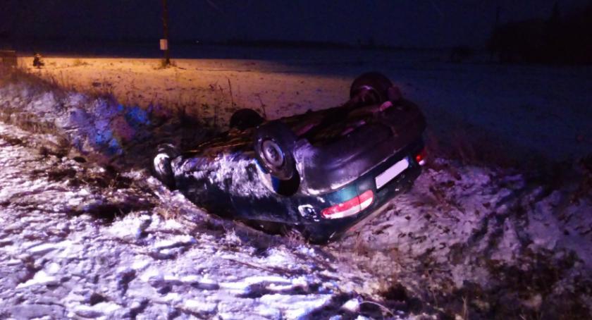 Wypadki drogowe, Daewoo dachowało Kanibrodzie Gminie Lubień Kujawski [FOTO] - zdjęcie, fotografia