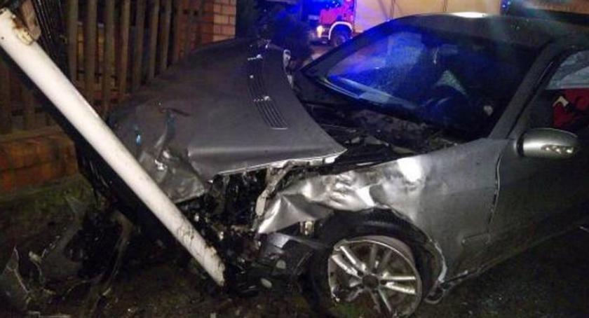 Wypadki drogowe, Wypadek skrzyżowaniu Samszycach koło Osięcin Cztery osoby trafiły szpitala [ZDJECIA] - zdjęcie, fotografia