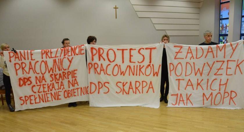 Ludzie_, podwyżkami pracowników Włocławku - zdjęcie, fotografia