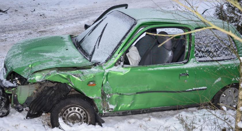 Wypadki drogowe, Zderzenie citroena nissanem Gnojnie powiecie lipnowskim Kobieta szpitalu - zdjęcie, fotografia