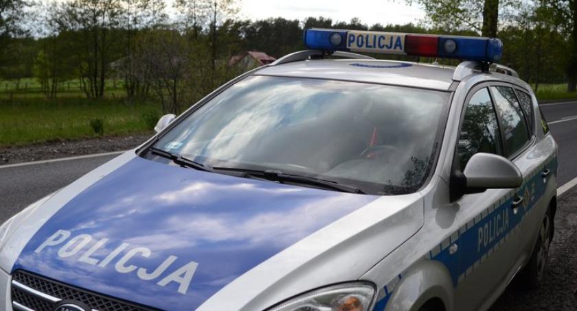 Wypadki drogowe, Czołowe zderzenia fiata skodą Unisławicach latka trafiła szpitala - zdjęcie, fotografia