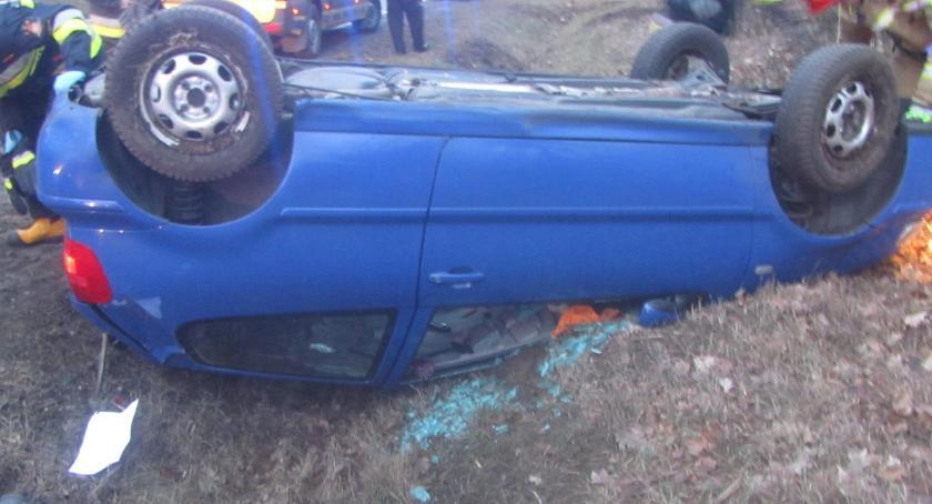 Wypadki drogowe, Dachowanie drodze Włocławek Pikutkowo [ZDJĘCIA] - zdjęcie, fotografia