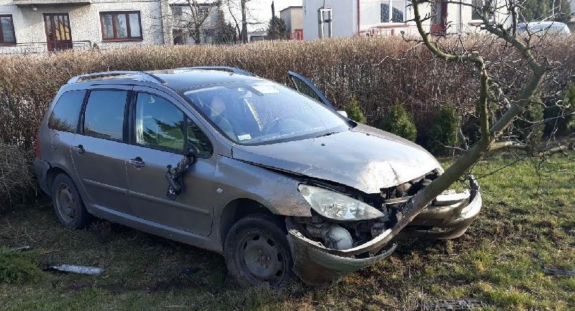 Wypadki drogowe, Pijany latek spowodował wypadek Poszkodowany policjant ruszył pościg - zdjęcie, fotografia