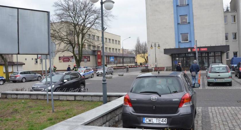 Sprawy kryminalne - kronika, Bomba bombą Włocławku Instytucje pracują robią policjanci - zdjęcie, fotografia