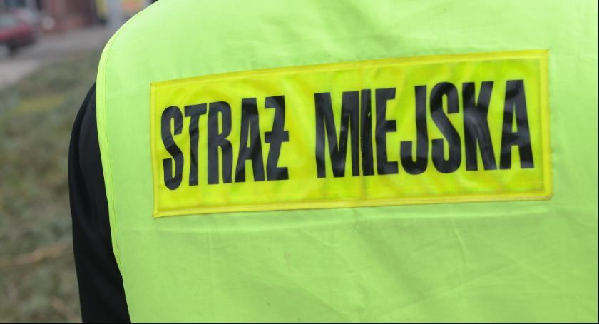 Pożary interwencje straży , Płonący samochód Włocławku Interweniowała straż miejska - zdjęcie, fotografia